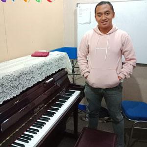 Piano Instructor - Ezra Abi