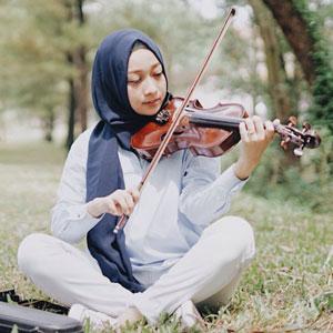 Violin Teacher - Nina Tri Suci